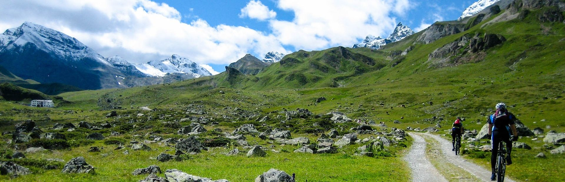 10 Must Have Items For Trekking in Nepal