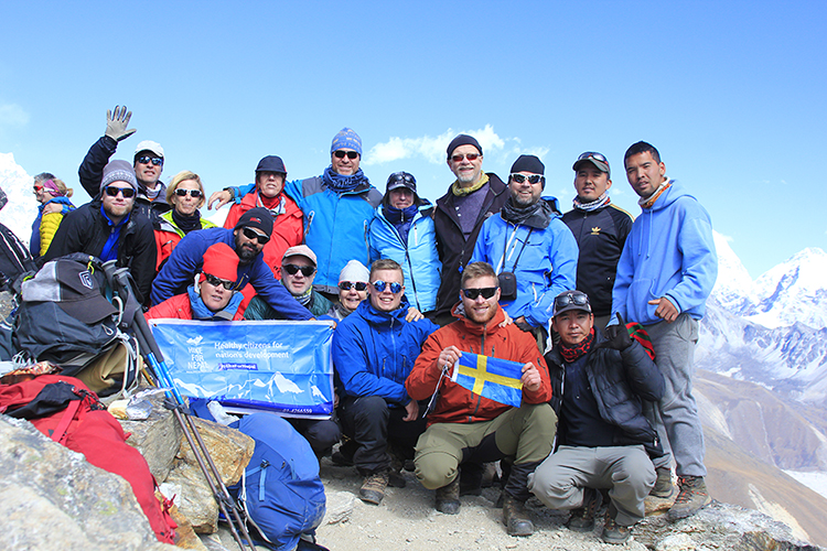 Group Picture at Renjo La Pass